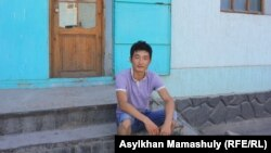 Житель поселка Жосалы по имени Асет. Кызылординская область, 15 июля 2013 года.