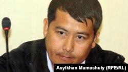 Бывший начальник изолятора Жанаозена Женисбек Темиров на скамье подсудимых. Актау, 25 апреля 2012 года.