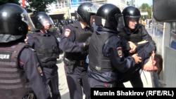 ОМОН на Пушкинской площади в Москве