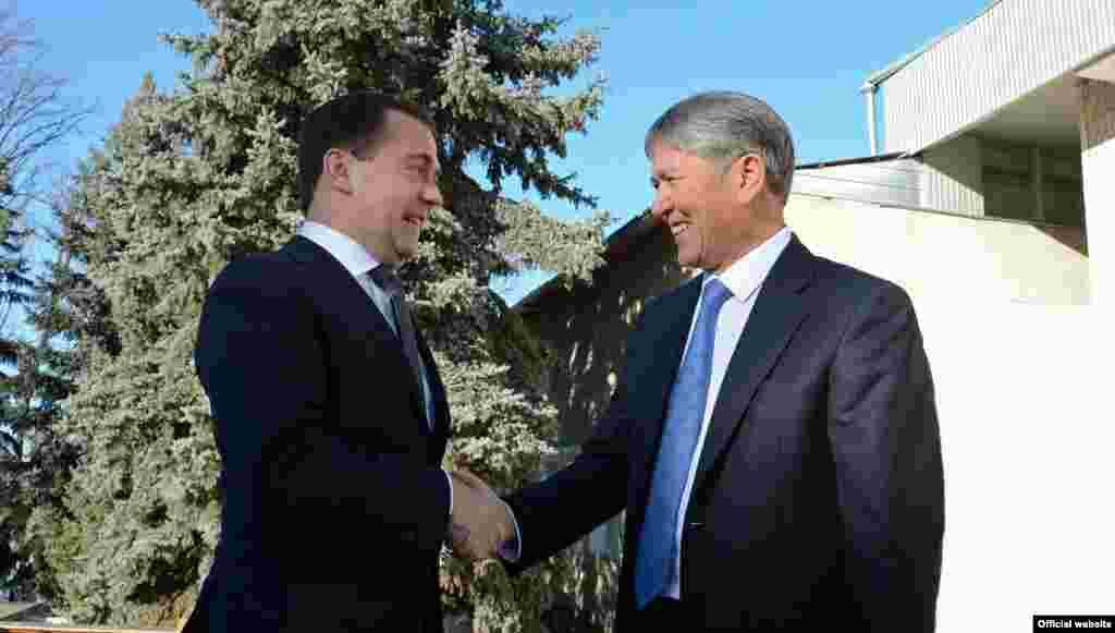 Встреча Алмазбека Атамбаева с премьер-министром России Дмитрием Медведевым. 5 декабря 2012 года