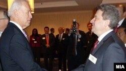 Претседателот Ѓорге Иванов и американскиот потпретседател Џо Бајден на Молитвениот појадок во Вашингтон.