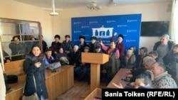 Сторонники Кайырлы Омара в суде. Нур-Султан, 12 февраля 2020 года.