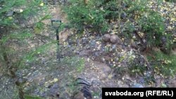У раскопах былі знойдзеныя таксама фрагмэнты адзеньня і абутку