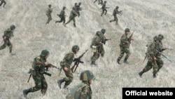 Ղարաբաղի Պաշտպանության բանակի զինծառայողները զորավարժության ժամանակ, արխիվ