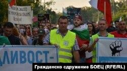 Георги Георгиев (в средата) по време на един от протестите срещу правителството на Бойко Борисов и главния прокурор Иван Гешев