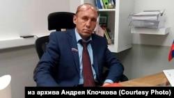 Арестованный актер в роли вымышленного депутата Виталия Наливкина