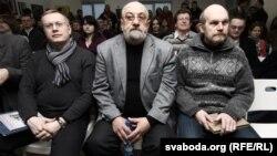 Сярод прысутных — фундатар Павал Бераговіч, філёзаф Валяніцін Акудовіч і перакладчык Лявон Баршчэўскі