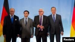Ministri i Jashtëm i Francës, Laurent Fabius, i Ukrainës, Pavlo Klimkin, i Gjermanisë, Frank-Walter Steinmeier, dhe i Rusisë, Sergei Lavrov.