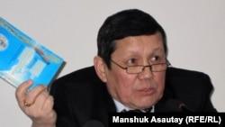 Салим Отен, бывший претендент в президенты Казахстана на досрочных выборах. Алматы, 22 февраля 2011 года.