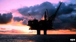 Şimal dənizində neft platforması