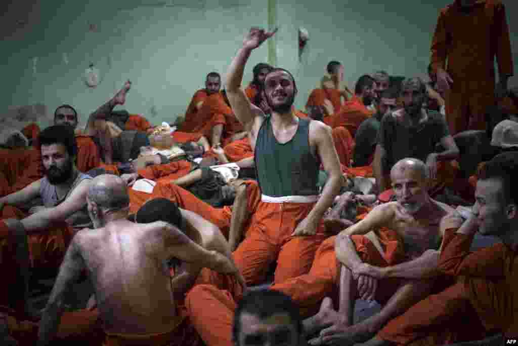 Среди заключенных – люди разных возрастов. Их не выпускают из камер, они не видят солнечного света.