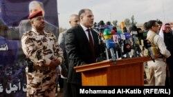 محافظ صلاح الدين أحمد عبدالله عبد يتحدث في لقاء مع وجهاء وسيوخ عشائر الموصل.
