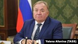 Временно исполняющий обязанности главы Ингушетии Махмуд-Али Калиматов в рабочем кабинете. Магас.