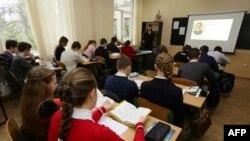 Урок української літератури у школі в Донецьку, 2016 рік