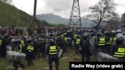 Против участников протеста спецназ применил слезоточивый газ и резиновые пули
