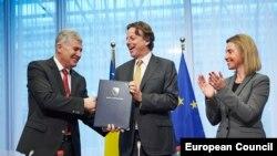 Dragan Čović, Bert Koenders i Federica Mogherini prilikom podnošenja aplikacije BiH za članstvo u EU