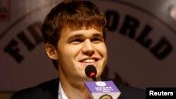 Шахматтан әлемнің жаңа чемпионы Магнус Карлсен. Ченнаи, Үндістан, 22 қараша 2013 жыл.