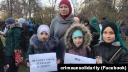 Флешмоб в поддержку задержанных активистов «Крымской солидарности» и детей политзаключенных