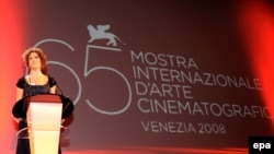 Российская актриса Ксения Раппопорт на Венецианском кинофестивале 1998 года