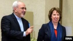 Иран сыртқы істер министрі Жавад Зариф (сол жақта) пен Еуропа одағының сыртқы саясат жөніндегі комиссары Кэтрин Эштон. Женева, 20 қараша 2013 жыл.