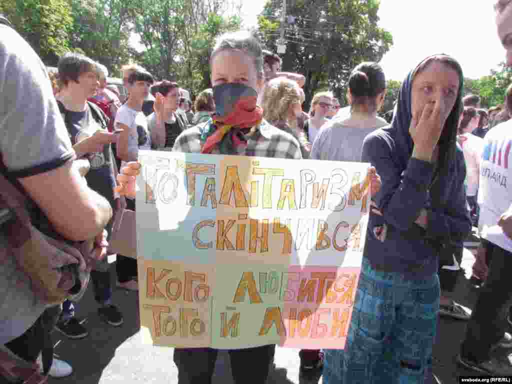 """Серьезных инцидентов или столкновений участников """"Марша равенства"""" с националистами удалось избежать."""