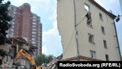 Демонтаж донецького готелю «Дружба», червень 2011