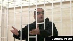Azerbaýjanly žurnalist Eýnulla Fatullaýew Hojaly gyrgynçylygy barada beýan eden garaýşlary üçin tussag edilipdi. Baku, 2007.