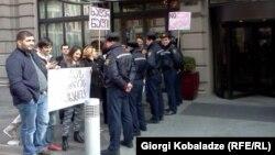 Студенческая демонстрация в Тбилиси перед гостиницей Mariott