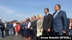 Predsjenik RS Milorad Dodik sa premijerom Srbije Aleksandarom Vučićem na otvaranju autoputa u Prnjavoru u nedjelju 11. septembra 2016.