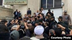 این سخنان محمود احمدینژاد در حالی بیان میشود که در زمان دولت وی نیز سرکوب معترضان با مرگ در زندان همراه بود