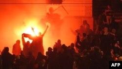 Ambasada amerikane në Beograd e përfshirë nga zjarri më 21 shkurt 2008, pas mitingut Kosova është Serbi