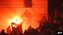 Nacionalistët serbë ia kanë vënë zjarrin Ambasadës së SHBA-ve në Beograd më 21 shkurt 2008