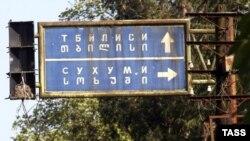 Абхазские парламентарии неоднократно подчеркивали: никто не собирается заставлять жителей Гали отказываться от грузинского гражданства, просто тогда они вместо абхазских паспортов будут иметь вид на жительство и не участвовать в ней в выборах
