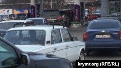 У Сімферополі на заправках черги, бензин закінчується, 26 листопада 2015 року