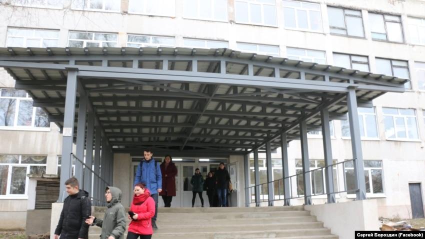 В больницах до сих пор остаются 12 пострадавших в трагедии в Керчи