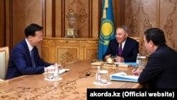 Қытайдың Қазақстандағы елшісі Чжан Сяо Нұрсұлтан Назарбаевтың қабылдауында отыр. 22 сәуір 2019 жыл.