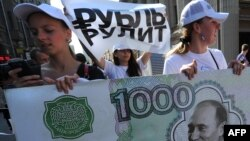 Еще несколько месяцев назад у большинства россиян не было сомнений в стабильности рубля
