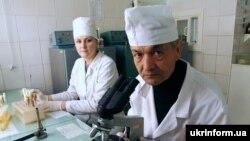 Украинские медики работают в особом режиме. Политики, впрочем, - тоже