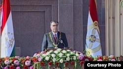 Тәжікстан президенті Эмомали Рахмон ант беру салтанатты рәсімінде. Душанбе, 16 қараша 2013 жыл.
