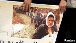 Da li se i Crnoj Gori spremao ratni scenario krajem devedesetih: Kolona prognanih Albanaca na Kosovu 1999. godine