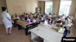 Դպրոց Հայաստանում, արխիվ