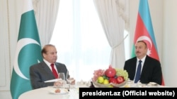 Azerbaijan - President Ilham Aliyev and Pakistani Prime Minister Nawaz Sharif meet in Baku, 14Oct2016.