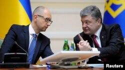 Арсеній Яценюк (л), Петро Порошенко на засіданні уряду, 10 вересня 2014 року
