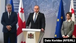 Пресс-конференция премьер-министра: (слева направо) Давид Сергеенко, Мамука Бахтадзе, Екатерина Тикарадзе