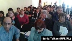 На слушаниях по оценке воздействия разработки месторождения Кашаган на окружающую среду. Атырау, 20 марта 2013 года.