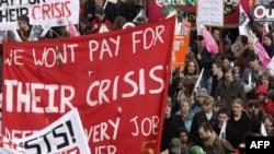 مقام های پليس می گويند دست کم ۳۵ هزار نفر در تظاهرات لندن شرکت کرده بودند.