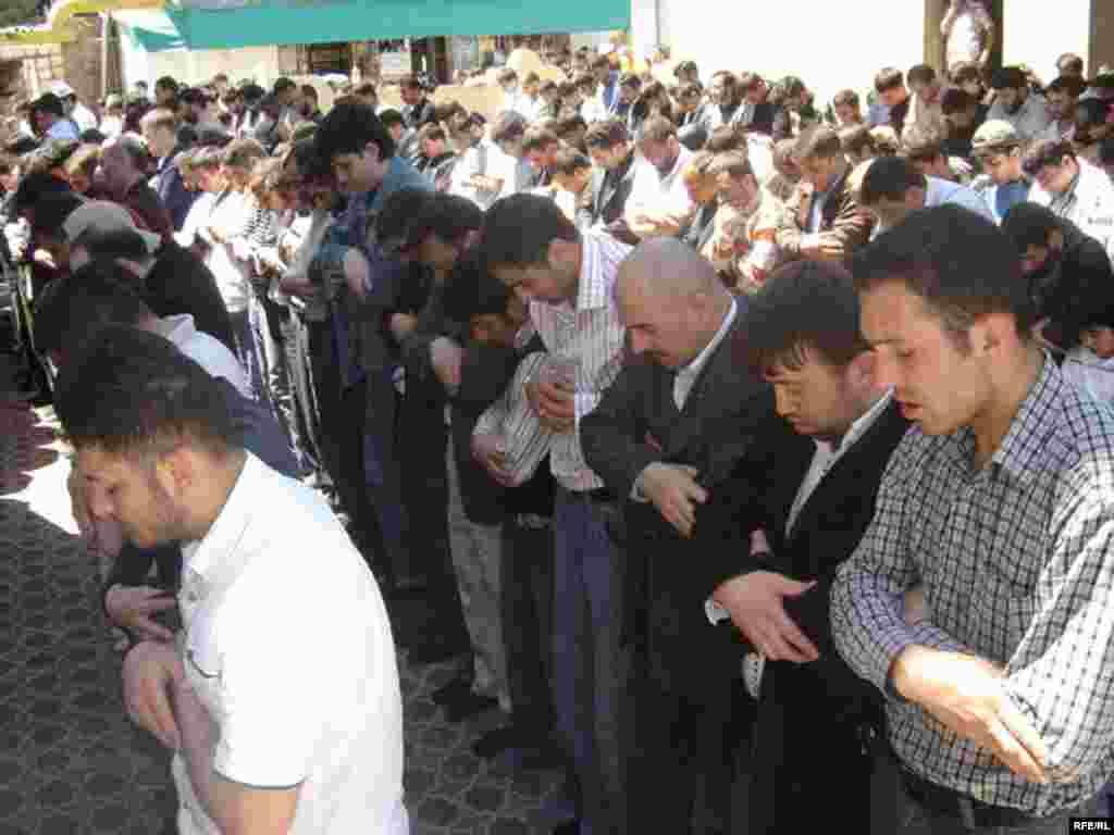 Azerbaijan -- men in mosque arms crossed (AZSL)