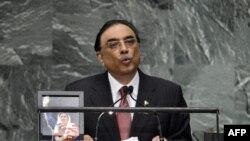 Pakistanyň prezidenti Asif Aly Zardari BMG-niň Baş Assambleýasynda çykyş edýär. Nýu-Ýork, 25-nji sentýabr, 2012.
