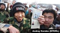 Imigranţi din Asia centrală care muncesc pe şantierele din Soci, reţinuţi de poliţia rusă