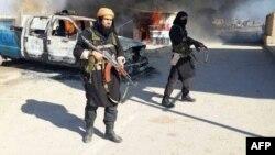 عنصران من مسلحي داعش